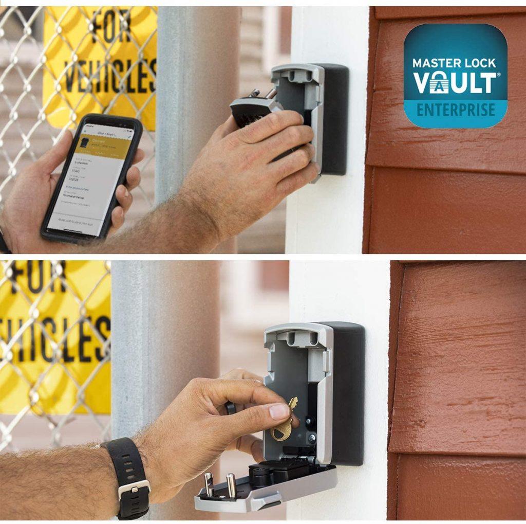photo montrant l'utilisation de la boite à clé Bluetooth Master Lock
